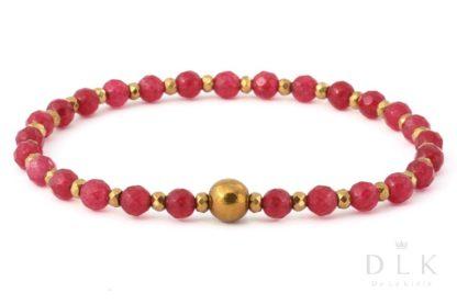Bransoletka - Czerwone agaty ze złotą kulką