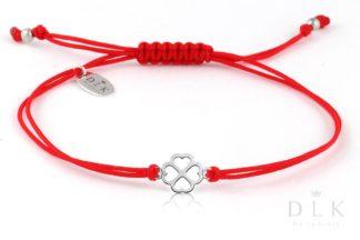 Bransoletka - Czerwony sznurek z koniczynką w serduszka