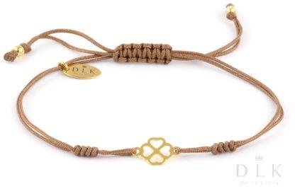 Bransoletka - Beżowy sznurek ze złotą koniczynką w serduszka