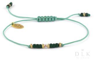 """Bransoletka """"Zielone koraliki ze złotym hematytem na szmaragdowym sznurku"""""""