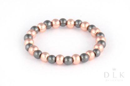 Pierścionek elastyczny z czarnych i różowych hematytów