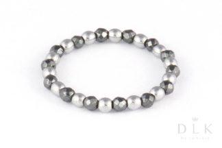 Pierścionek elastyczny ze srebrnych i czarnych hematytów