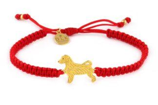 Kolekcja Rasy psów - Bransoletka z Jack Russell terrier złotym na czerwonej makramie