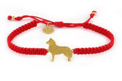 Kolekcja Rasy psów - Bransoletka z husky złotym na czerwonej makramie