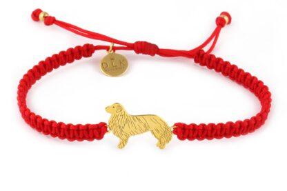 Kolekcja Rasy psów - Bransoletka z berneńskim psem pasterskim złotym na czerwonej makramie
