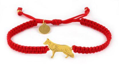 Kolekcja Rasy psów - Bransoletka z owczarkiem niemieckim złotym na czerwonej makramie