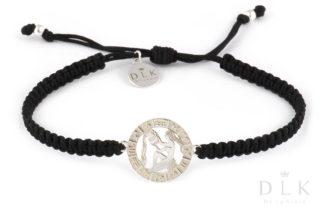 Bransoletka ze znakiem zodiaku WODNIK srebrny na czarnej makramie