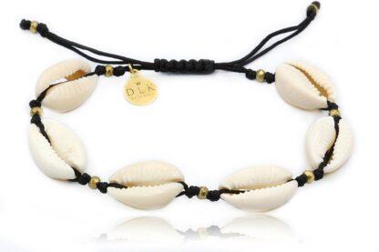 Bransoletka z muszelkami Kauri i złotym hematytem na czarnym sznurku